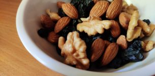 Can Snacking On Mixed Nuts Support Weight Loss And Satiety Levels?
